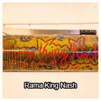 Rama King Nash demonstrerer hvordan han arbejder med emaljekunst