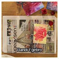 Randi Egebro viser, hvordan du kan opnå en særlig effekt i dine malerier ved hjælp af ganske almindelig husholdningsfilm.