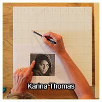 Karina Thomas demonstrerer, hvordan hun tegner konturer af sine motiver op på lærredet, for at få proportionerne helt på plads.