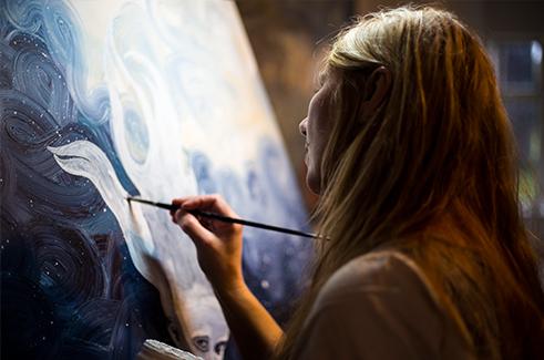 Anne Juul Christophersen i sit atelier i Randerup, Bredebro